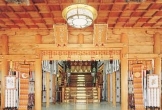 厳粛なる拝殿